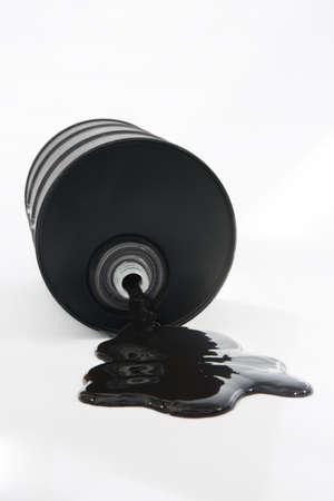 Olie Morsen Van vat op witte achtergrond Stockfoto