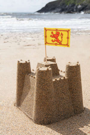 Sandcastle On Beach Flying Scottish Flag Banque d'images