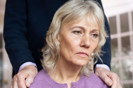 Confused Senior Woman Suffering With Depression And Dementia Being Comforted By Husband Standard-Bild