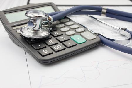 Stethoscope and calculator Standard-Bild