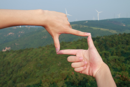 creative pictures: Hands framing the mountains