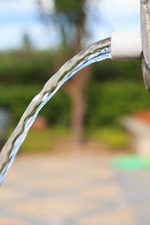 kunststoff rohr: Kunststoffrohr in den Abfluss Lizenzfreie Bilder