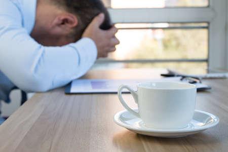 office break: Businessman in the office break Foto de archivo