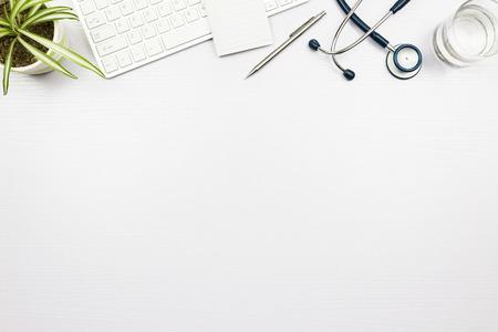 医師のデスクの聴診器 写真素材