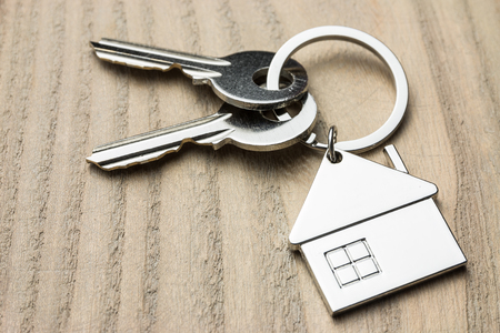 house key on wooden table Фото со стока - 88042278