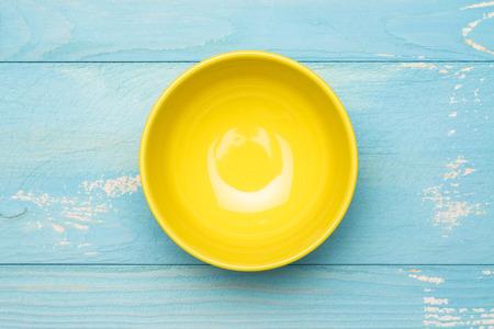 Empty bowl in the wood Standard-Bild
