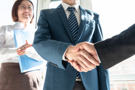 Business people shaking hands Stock Photo - 117097876