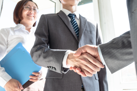 Business people shaking hands Stock Photo - 117097885