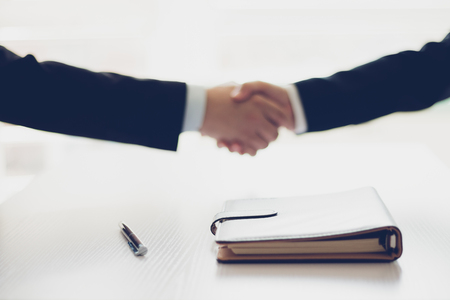 Businessman shaking hands Stock Photo - 118965211