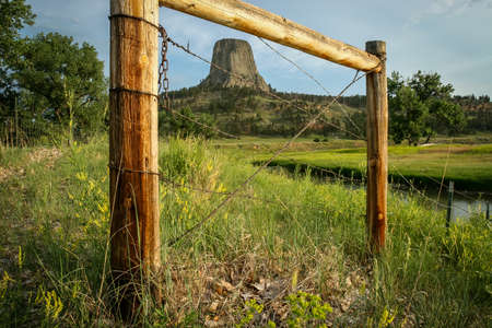 Devils Tower - early in the morning Imagens