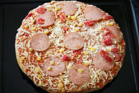 pepper salami: Frozen pizza with salami, cheese, corn and pepper