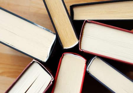 library: Colecci�n de viejos libros de literatura de la biblioteca