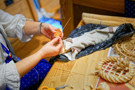 needle laces: Artisan sketched objects with straw