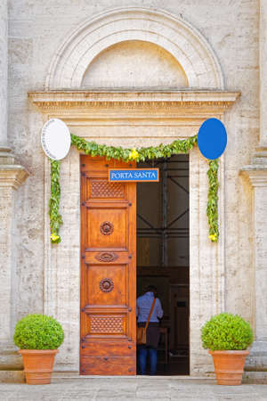valdorcia: Door of the Cathedral of Pienza, Tuscany Stock Photo