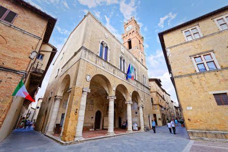 pienza: Cathedral Square and the City of Pienza Stock Photo