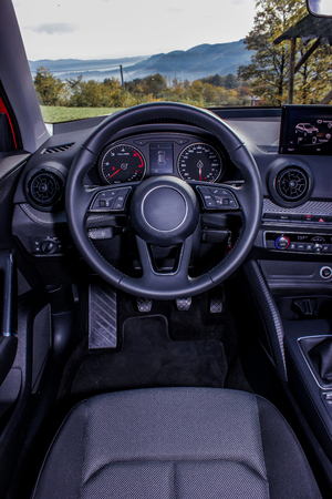 dashboard and steering wheel close up Stockfoto