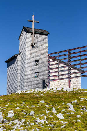 five fingers: Chapel at the Dachstein on the path to the Five Fingers viewing platform Stock Photo