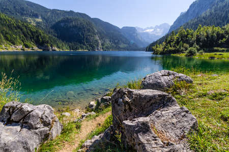 Beautiful landscape of alpine lake with crystal clear green water and mountains in background, Gosausee, Austria 스톡 콘텐츠