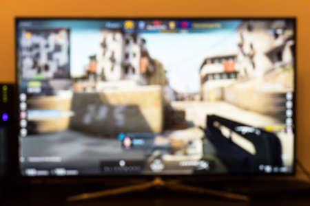 Counter-strike professioneel spel op tv en afstandsbediening Stockfoto - 75759507