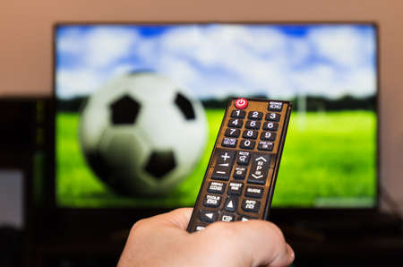 Match de football et télécommande Banque d'images - 74742306