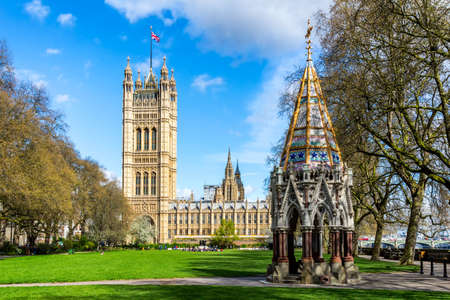 Westminster Abbey viewed from Victoria tower gardens, London, UK. 스톡 콘텐츠