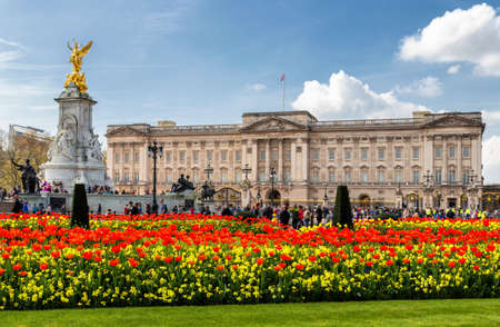 Buckingham Palace in London, United Kingdom. Reklamní fotografie - 81607599