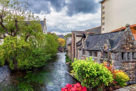 Idyllisch landschap in Pont-Aven, een gemeente in de Finistère-afdeling Bretagne (Bretagne) in Noordwest-Frankrijk Stockfoto - 81938109