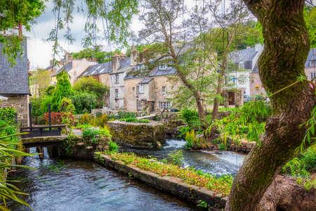 Idyllisch landschap in Pont-Aven, een gemeente in de Finistère-afdeling Bretagne (Bretagne) in Noordwest-Frankrijk Stockfoto - 82812262