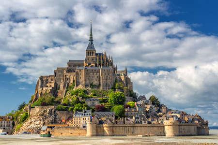De berg van Saint Michael is een eilandcommune in Normandië. Het eiland heeft sinds de oudheid strategische vestingen en is de zetel van een klooster geweest. Stockfoto - 90219150
