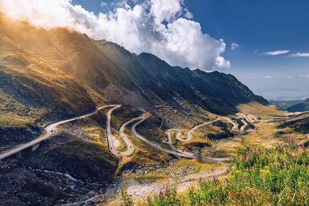 Transfagarasan pass in summer. Crossing Carpathian mountains in Romania, Transfagarasan is one of the most spectacular mountain roads in the world. Stockfoto