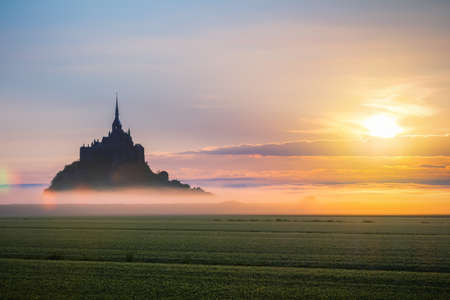 Mont Saint-Michel view in the sunrise light. Normandy, northern France 에디토리얼