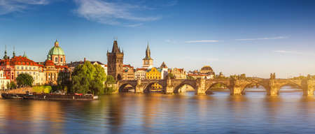 Charles Bridge (Karluv Most) and Lesser Town Tower, Prague in summer at sunset, Czech Republic 스톡 콘텐츠