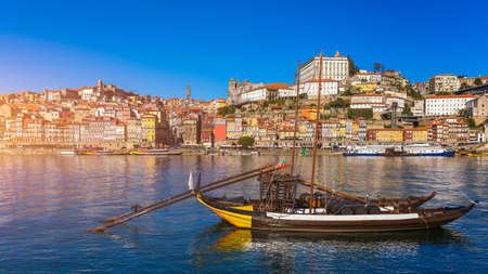 Scenic view of the Porto Old Town pier architecture over Duoro river in Porto, Portugal 版權商用圖片