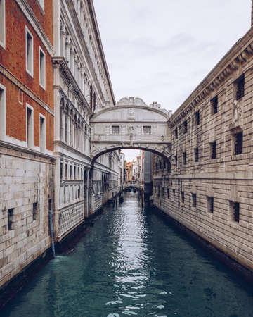 View of the Bridge of Sighs (Ponte dei Sospiri) and the Rio de Palazzo o de Canonica Canal from the Riva degli Schiavoni in Venice, Italy. The Ponte de la Canonica is visible in background. Imagens