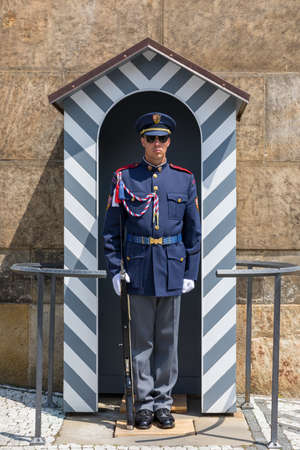 Prague, Czech Republic - May 26, 2018: The Guard of Honor Guards at the Presidential Palace in Prague Castle, Czechia. Редакционное