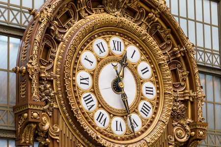 Paris, France - July 5, 2018: Golden clock of the museum DOrsay. The Musee dOrsay is a museum in Paris, on the left bank of the Seine. Golden colored clock inside Musee dOrsay Museum in Paris. 新聞圖片