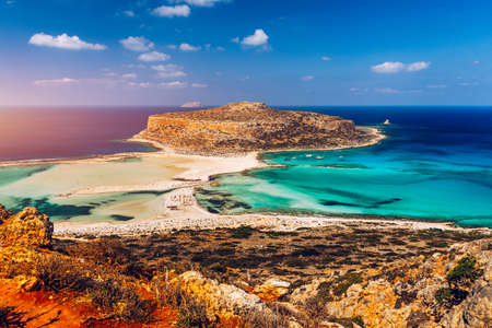 Fantastic panorama of Balos Lagoon and Gramvousa island on Crete, Greece. Cap tigani in the center. Balos beach on Crete island, Greece. Tourists relax and bath in crystal clear water of Balos beach. Archivio Fotografico