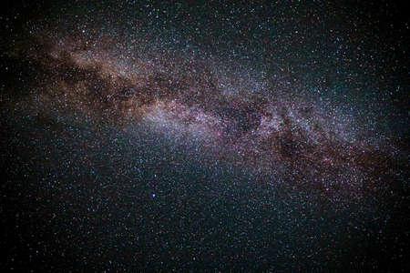 Vía Láctea. Foto del universo de galaxias con muchas estrellas. Galaxia de la vía láctea en el fondo del cielo nocturno. Estrellas en el cielo nocturno, Vía Láctea. Cielo nocturno con estrellas y galaxia Vía Láctea.
