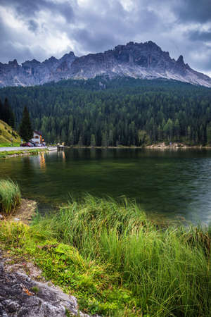 Lake Misurina, picturesque afternoon scene in the Tre Cime Di Lavaredo Natural Park, Dolomite Alps, Italy, Europe. Banque d'images - 137153167