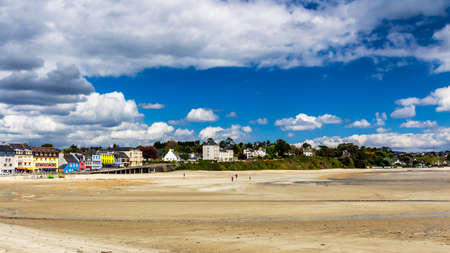 Beautiful village of Morgat with the sand beach and rocky coastline, Finistere, Brittany (Bretagne), France. Standard-Bild - 137153319