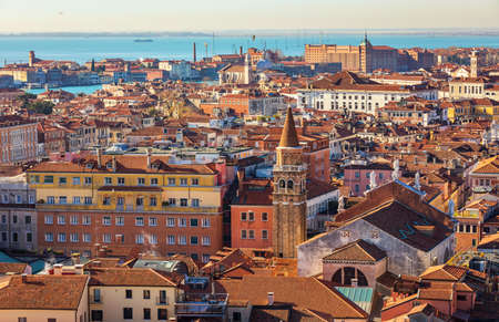 Venice panoramic aerial view with red roofs, Veneto, Italy. Aerial view with dense medieval red roofs of Venice, Italy Banque d'images - 138376779