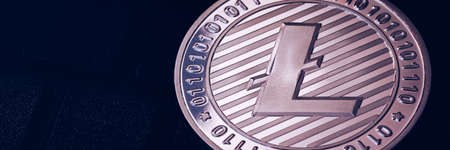 Litecoin cryptocurrency (crypto currency). Silver Litecoin coin with gold Litecoin symbol. Litecoin (ltc) cryptocurrency. Banque d'images - 138377229
