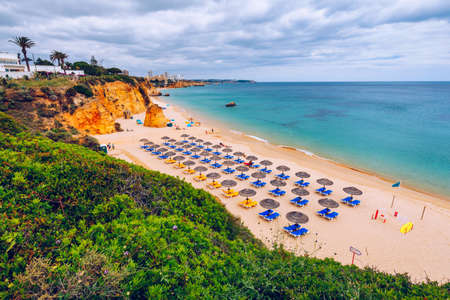 Beach of Barranco das Canas in Portimao, Algarve, Portugal. Praia do Barranco das Canas in Portimao, Portugal, Algarve. Banque d'images - 138377451