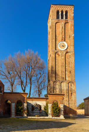 Donato bell tower on Murano island, Venice, Italy Banque d'images - 138377663