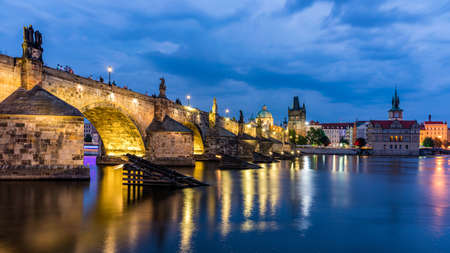 Charles Bridge, Old Town and Old Town Tower of Charles Bridge, Prague, Czech Republic. Prague old town and iconic Charles bridge, Czech Republic. Charles Bridge (Karluv Most) and Old Town Tower. Banque d'images - 138378235