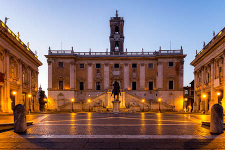 Italy Rome Capitoline hill city square museum buildings and statue illuminated at sunrise Фото со стока - 138404742