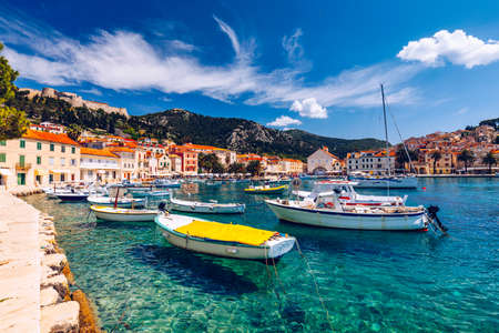 View at amazing archipelago with boats in front of town Hvar, Croatia. Harbor of old Adriatic island town Hvar. Popular touristic destination of Croatia. Amazing Hvar city on Hvar island, Croatia. Archivio Fotografico - 139275562