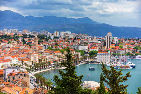 Split, Croatia (region of Dalmatia).  View of Split city, Mosor mountains in background. Split panoramic view of town, Dalmatia, Croatia. Archivio Fotografico - 139275569