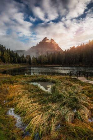 Lake Antorno (Lago di Antorno) located in Dolomites area, Belluno Province, Italy. Lake Antorno, Three Peaks of Lavaredo, Lake Antorno and Tre Cime di Lavaredo, Dolomites, Italy. Фото со стока - 139275865