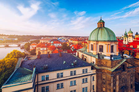 Scenic summer aerial panorama of the Old Town architecture in Prague, Czech Republic. Red roof tiles panorama of Prague old town.  Prague Old Town Square houses with traditional red roofs. Czechia. Standard-Bild
